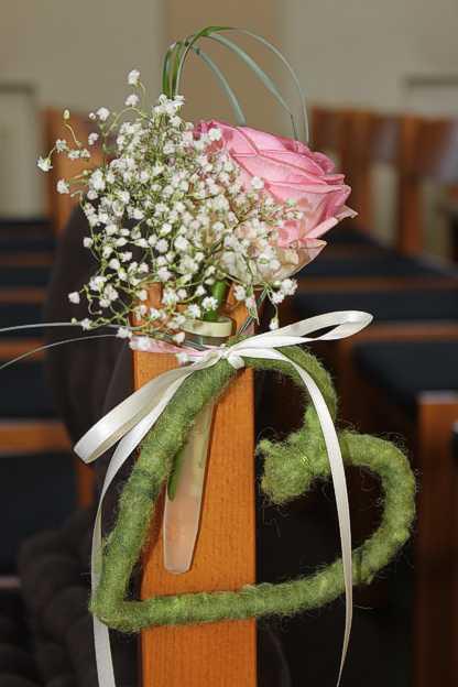 Dekoration Hochzeit Kirchenbänke